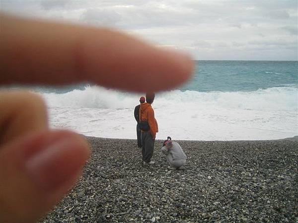 跑浪遊戲...撿石頭...扮乞丐之類的...