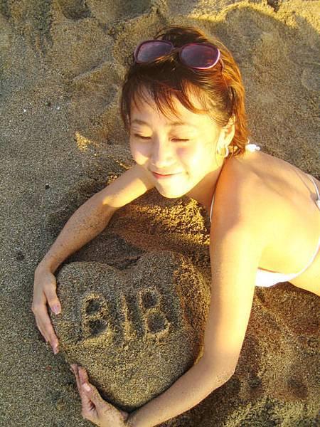 既然不能衝浪那只好堆一下沙了