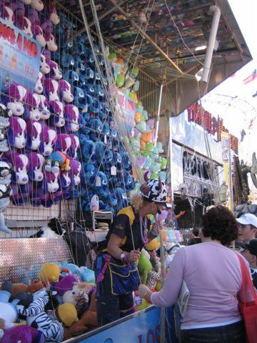 超多的娃娃吊滿天好看的勒