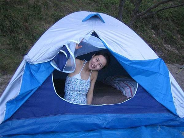 而且這號稱三人房的小帳篷~~真的很小間ㄟ!!哈
