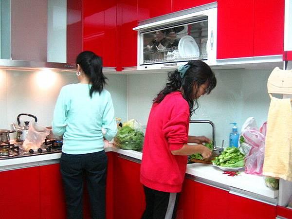 廚房也很美~~一定要配色才能煮飯