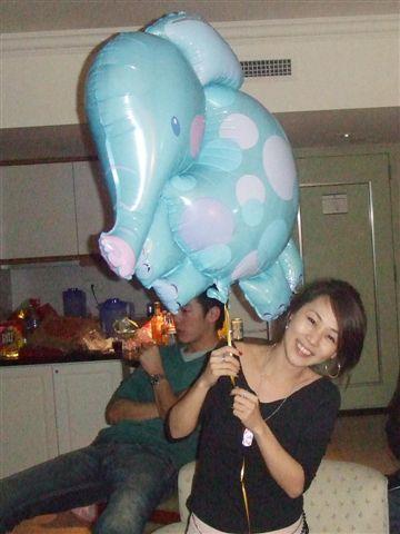 飯店送的~大象氣球ㄟ