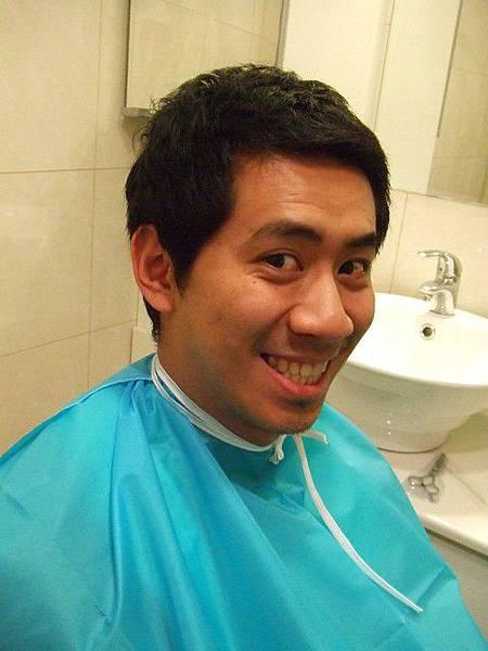 應阿wii要求沒時間去TINO又太長的頭髮要剪一下了