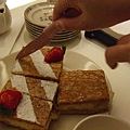 有夠好吃的啦!!!原味草莓都好吃!!小姮的粉紅刀也超可愛咧