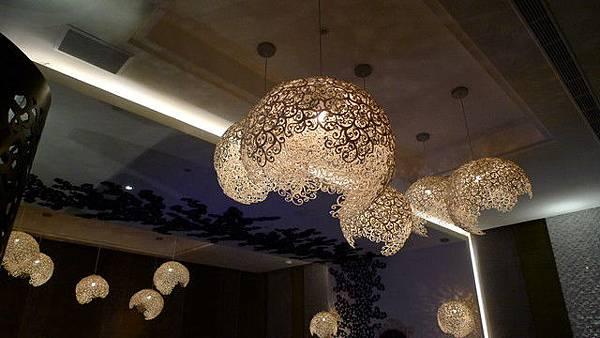 是泰國設計師的組合燈耶~水唷