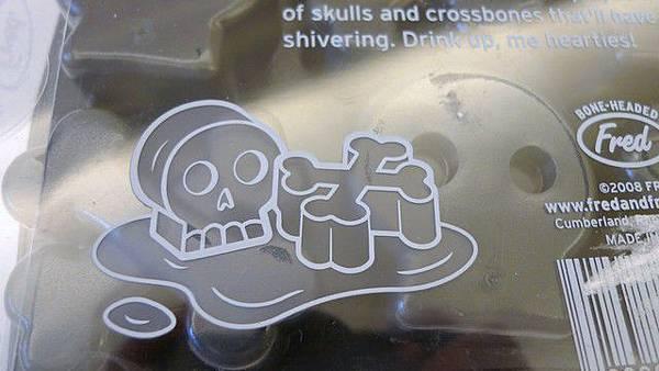 Q版骷顱頭和十字骨造型
