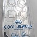 鑽石造型的製冰器,是軟的材質方便取出冰塊