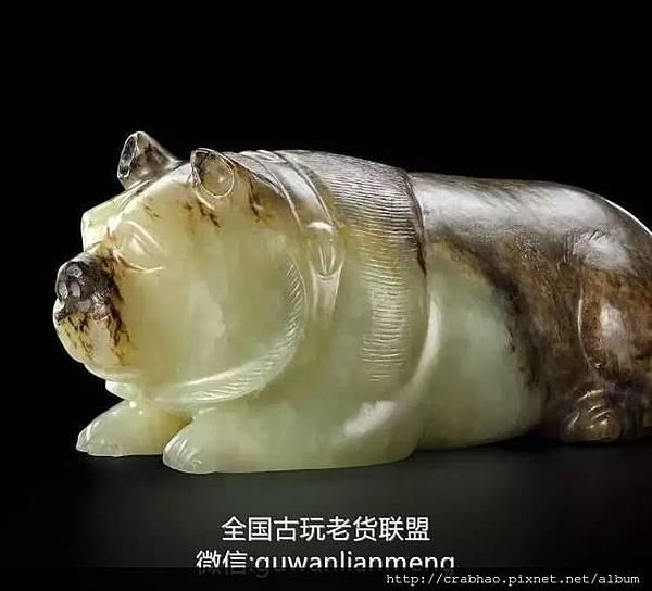 西汉青白玉卧熊 c.jpg
