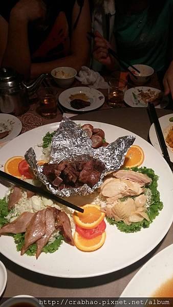 牛小排、炸肥腸包肝腸、松阪豬肉拼盤