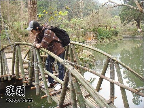 大學池附近的小橋