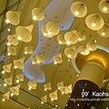 夢時代天花板的燈