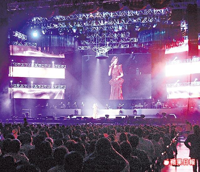 江惠_2011-0326_ 《海外初登場》粉絲塞爆新加坡室內體育館。.jpg