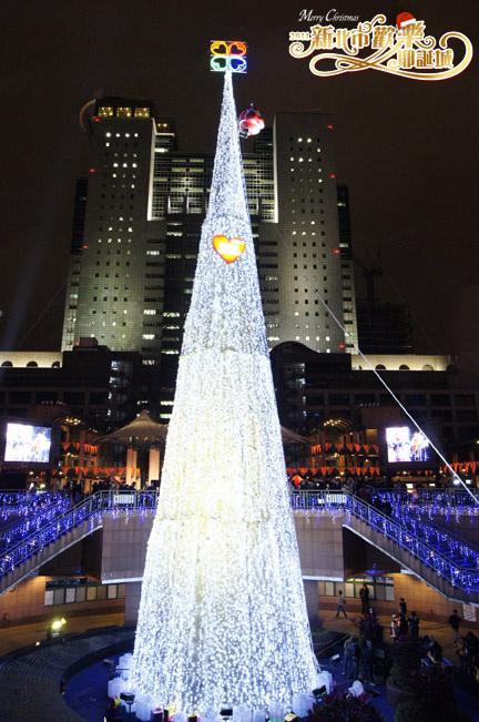 2011新北市歡樂耶誕城「光雕新北」.JPG