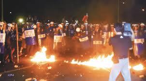 2008民進黨圍城爆發流血衝突,數百名群眾昨天下午在北市景福門攻擊警察-2.jpg