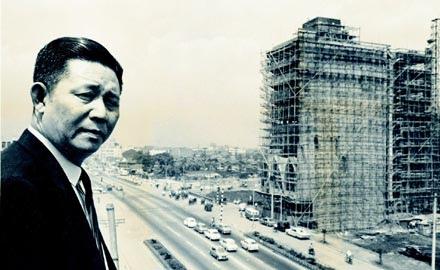 王永慶大事記_一九六五年,台塑在南京東路上自蓋大樓成立總部,是現在台塑集團的起點,後來因為事業版圖的擴增而打掉重蓋,這張照片見證了台北市興起的起步。.jpg