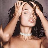 Angelina_Jolie080619012.jpg