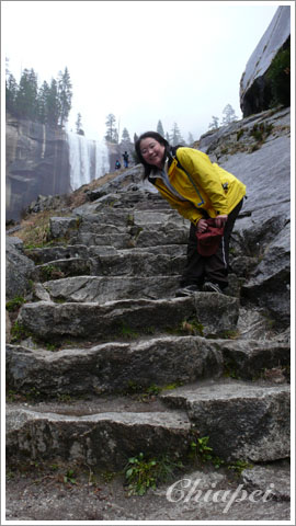 天梯似的登瀑步道