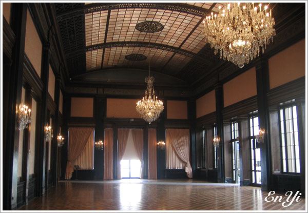 這個廳堂展示了一些樂器