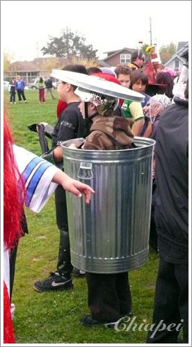 我超欣賞這個垃圾桶的!太讚了!