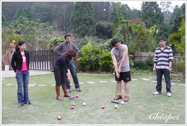12/22 與高中同學遊南庄,民宿的槌球很好玩