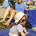 7/3 Q寶第一次來海邊,也是第一次玩沙