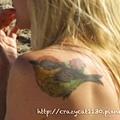 7/3 她肩上的刺青是一隻小鳥耶(似乎是五色鳥)