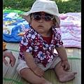 7/20 戴太陽眼鏡很酷,不過戴歪了 :p