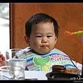 小宇吃得很開心