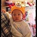 在童裝店裡看到好可愛的小狐狸帽!可惜太小了 :(