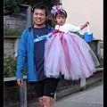 爸爸與小公主(好像布袋戲偶啊...XD)