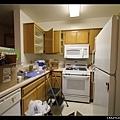2/7 空空如也卻又一團亂的廚房