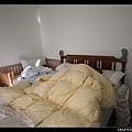 2/8 在新家的第一個早晨!爸爸和女兒一起睡得香甜