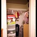 2/9 Q寶房間有一個 walk-in 大衣櫥