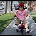 午睡醒來後,騎車到公園玩