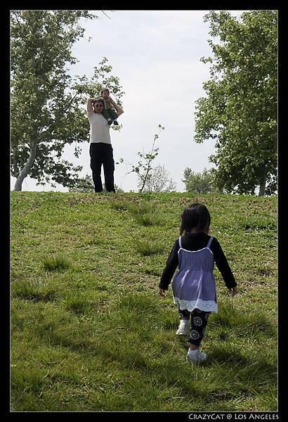 走回小丘找爸爸
