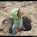 這個洞很深,Q寶自己爬不出來