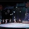 結束時竟然有鴿子飛上聖誕樹!