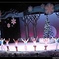 謝幕時舞台還飄下泡泡雪哦!!