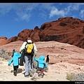 藍得不像話的天 & 紅得不像真的的岩石