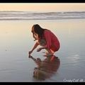 撿貝殼的小女孩 ^^