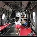 陳小牛正在扮演搜救直昇機裡的空中小姐(有這個角色嗎?)