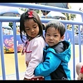 Q寶:「姊姊我可以抱妳嗎?」