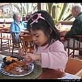 陳小牛把她那盤全吃光了!