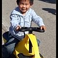 小宇的帥氣黃色扭扭車