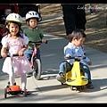 三小朋友山前來尬車~ :p