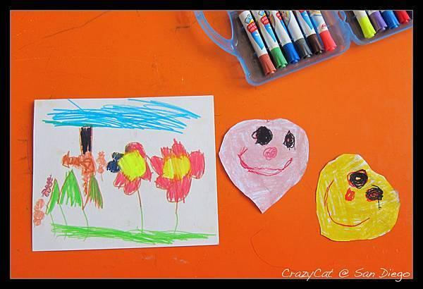 陳小牛用描圖板在學校畫了兩顆愛心剪下來