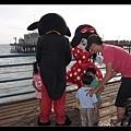 陳小牛吵著要和Mickey, Minnie合照