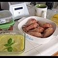 興沖沖地準備野餐食物
