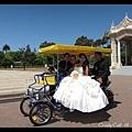 新娘子借我們的腳踏車拍照