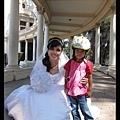 陳小牛喜歡和新娘子合照
